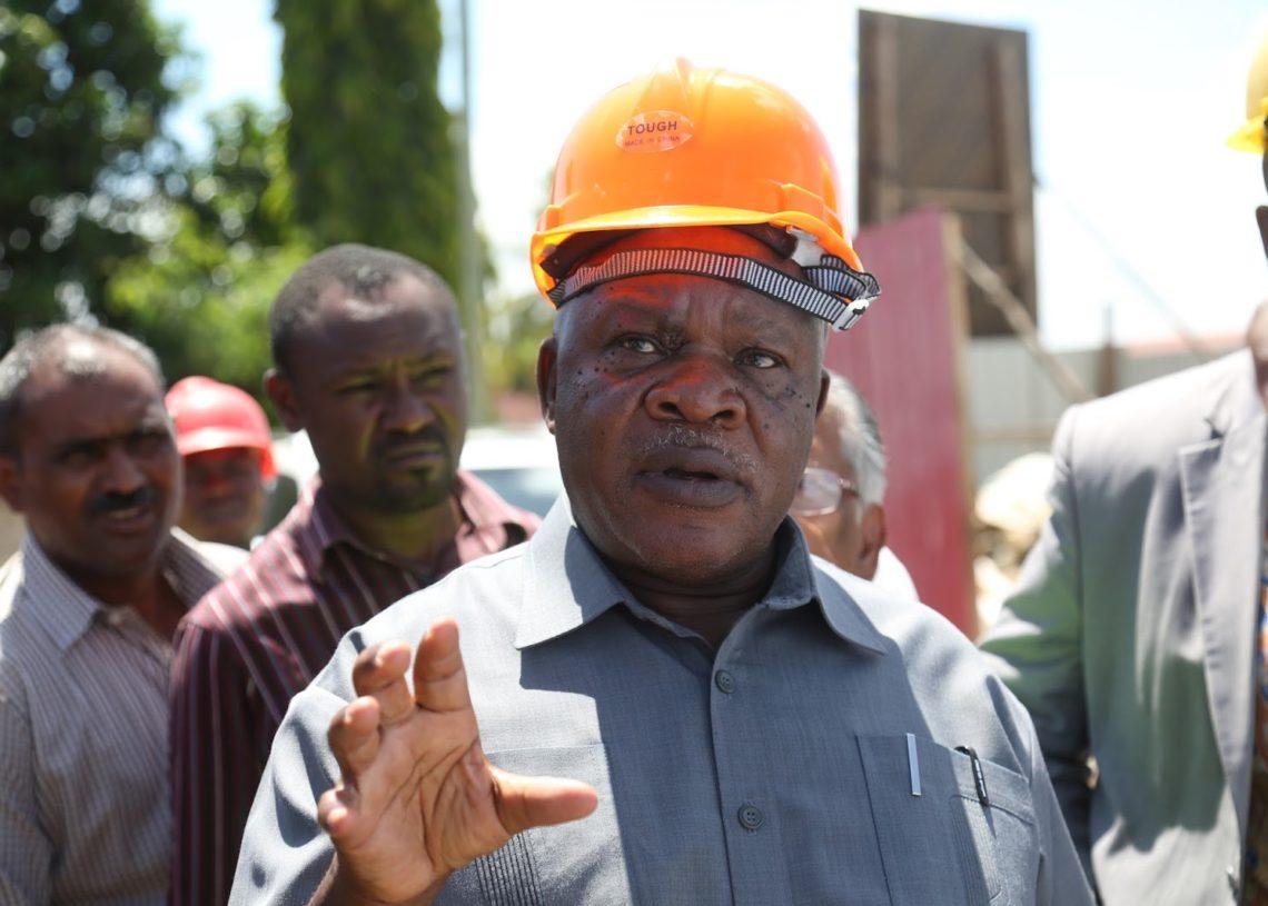Waziri wa Ujenzi, Uchukuzi na Mawasiliano, Isack Kamwelwe.