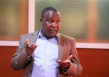 Waziri wa Kilimo,Dk. Charles Tizeba akisisitiza jambo wakati akizungumza kwenye uzinduzi wa Bodi ya Sukari Tanzania (SBT).