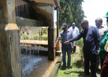 Waziri wa Maji, Profesa Makame Mbarawa akiwa katika Mitambo ya Maji Mangamba, Mtwara Mjini.