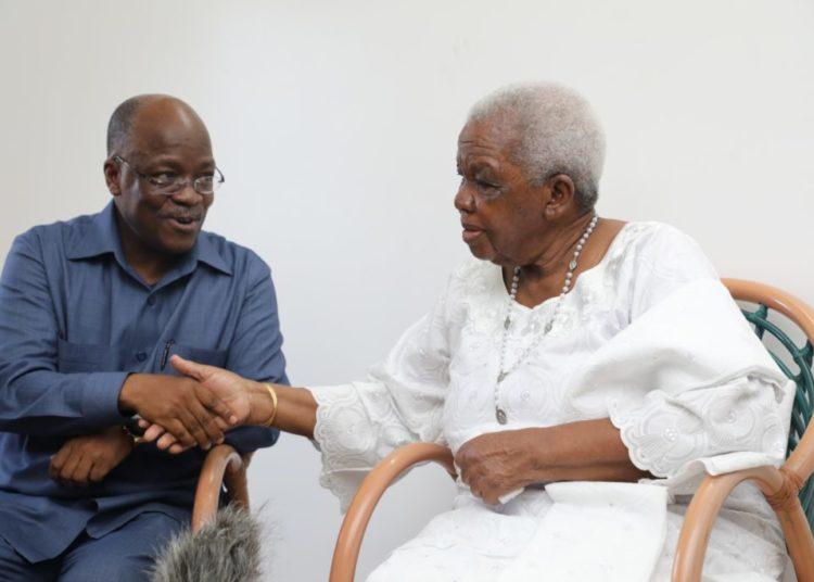 Rais John Magufuli akizungumza na Mjane wa Baba wa Taifa, Mama Maria Nyerere.