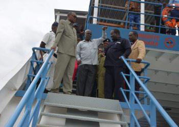 Naibu Waziri wa Ujenzi na Mawasiliano Elias Kwandikwa.