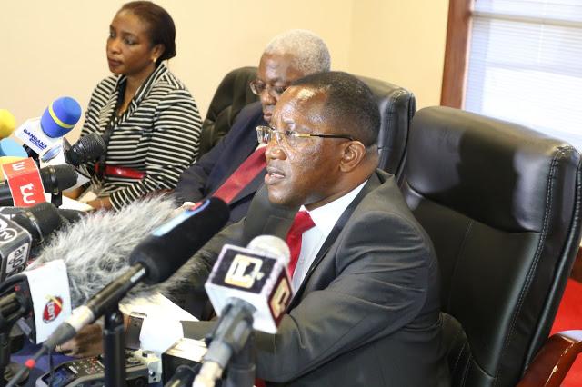 Naibu gavana wa Benki kuu Dk.Bernad Kibese akizungumza na waandishi wa habari jijini Dar es salaam.Picha na michuzi blog
